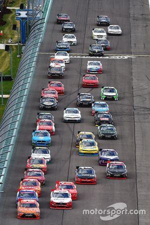 Restart: Daniel Suarez, Joe Gibbs Racing Toyota leads