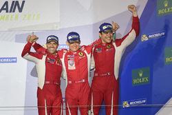 المنصة: المركز الثالث رقم 83 إيه إف كورس فيراري 458 جي تي إي: إيمانويل كولارد، روي آغواس، فرانسوا بي