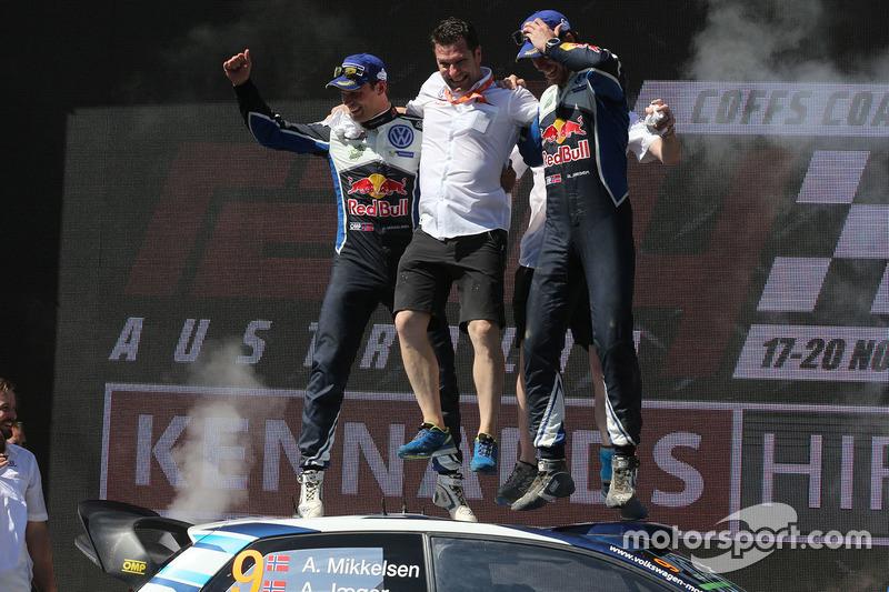 Podio: i vincitori Andreas Mikkelsen, Anders Jäger, Volkswagen Polo WRC, Volkswagen Motorsport