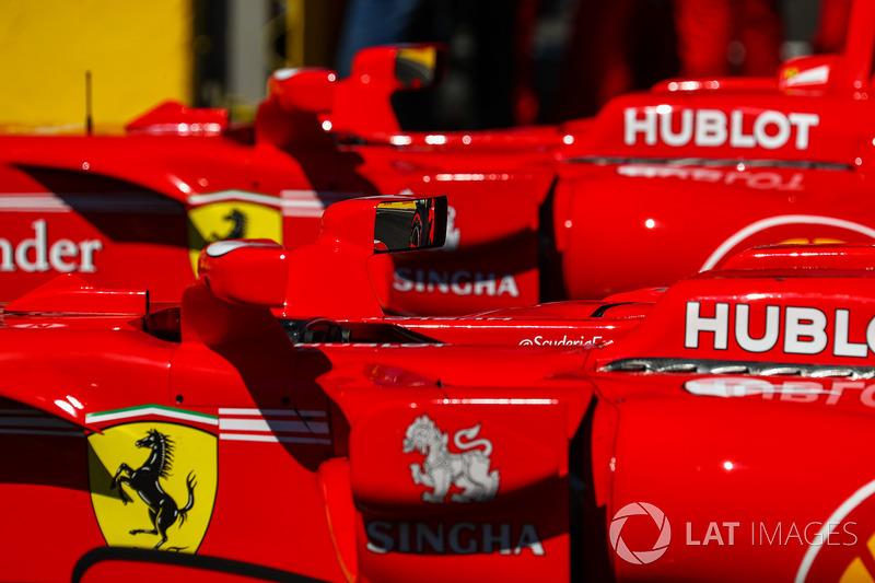 Los coches de Sebastian Vettel, Ferrari SF70H y Kimi Raikkonen, Ferrari SF70H en parc ferme