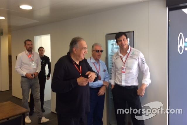 Sergio Marchionne, Presidente Ferrari y CEO de Fiat Chrysler Automobiles, con Toto Wolff