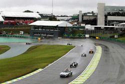 Lewis Hamilton, Mercedes AMG F1 W07 Hybrid detrás del Safety Car