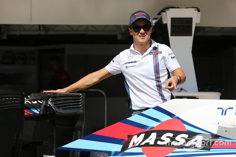 Felipe Massa con una decoración especial en el Williams FW38 por su retirada de la F1