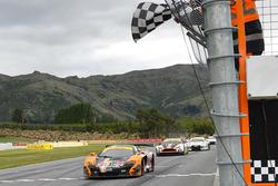 #37 Darrell Lea, McLaren 650S GT3: Klark Quinn, Mike Whiddett
