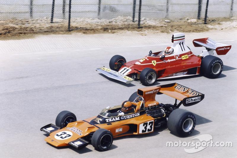 Eddie Keizan, Lotus 72E-Ford, devant Clay Regazzoni, Ferrari 312T