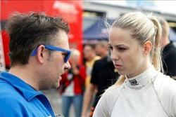 Marylin Niederhauser, Rennsport Rössler Team, dialoga con il team principal Thomas Rössler