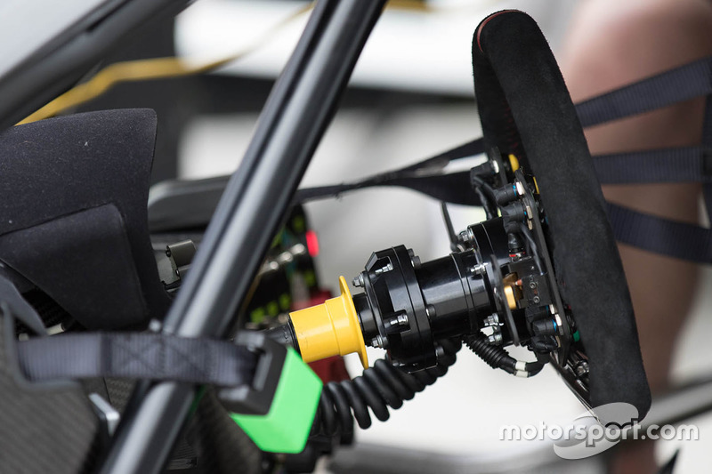 #23 Nissan Motorsport Nissan GT-R Nismo GT3 volante