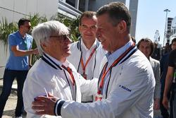 Dmitry Kozak, Ministro Adjunto de la Federación de Rusia y Bernie Ecclestone (GBR)