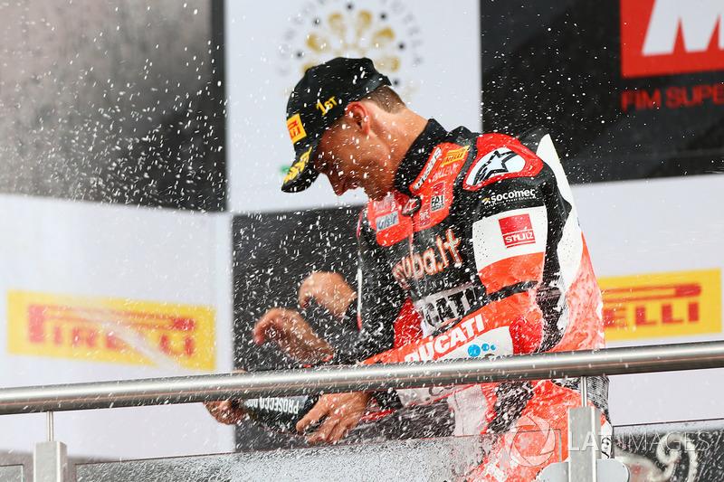 Podio: il vincitore della gara Chaz Davies, Ducati Team