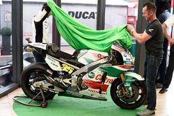 Кэл Кратчлоу, Team LCR Honda, Аарон Слайт и мотоцикл Honda в памятной ливрее Castrol