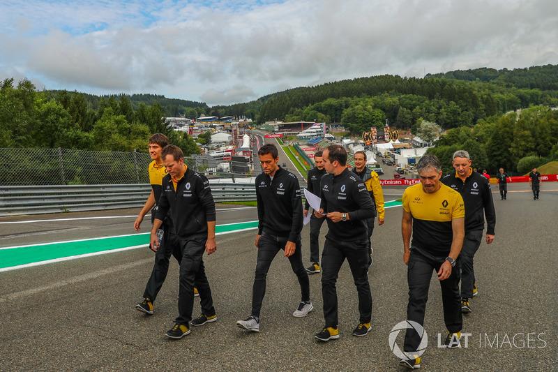 Jolyon Palmer, Renault Sport F1 Team cammina lungo il circuito