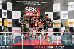 Podium : le vainqueur Chaz Davies, Ducati Team, le deuxième, Jonathan Rea, Kawasaki Racing, le troisième, Tom Sykes, Kawasaki Racing