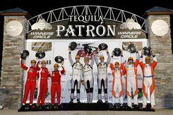 Подиум в GTD: №63 Scuderia Corsa Ferrari 488 GT3: Кристина Нильсен, Алессандро Бальцан, Маттео Кресс