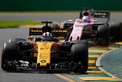 Nico Hulkenberg, Renault Sport F1 Team RS17, leads Sergio Perez, Force India VJM10