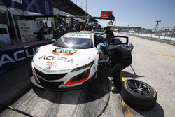 #93 Michael Shank Racing Acura NSX: Andy Lally, Katherine Legge, Mark Wilkins, Pit stop