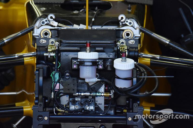 雷诺RS17赛车鼻锥与车身连接部分的细节