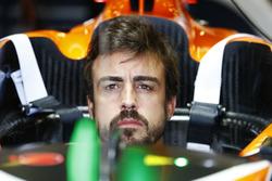 Fernando Alonso, McLaren, im Cockpit