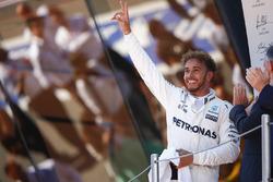 المنصة: الفائز بالسباق لويس هاميلتون، مرسيدس