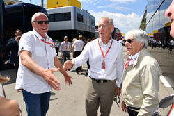 Dietrich Mateschitz, CEO y fundador de Red Bull con Bernie Ecclestone