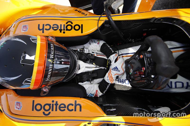 Com preparação sólida, Alonso mostrava progresso pouco a pouco. O espanhol ganhava velocidade progressivamente e passava a integrar a lista dos mais bem colocados na folha de tempos.