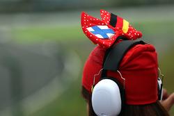 Le chapeau d'un fan de Ferrari