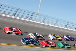 Райан Рид, Roush Fenway Racing Ford, Бреннан Пул, Chip Ganassi Racing Chevrolet и Брэд Кеселовски, T