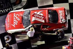 Jack Roush felicita a Ryan Reed, Roush Fenway Racing Ford después de su victoria