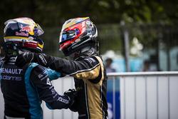 Il vincitore della gara Sébastien Buemi, Renault e.Dams e il secondo classificato Jean-Eric Vergne, Techeetah