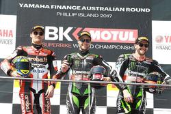 Podium : le vainqueur Jonathan Rea, Kawasaki Racing, le deuxième Chaz Davies, Ducati Team, et le troisième Tom Sykes, Kawasaki