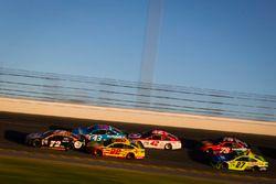 Cole Whitt, TriStar Motorsports Ford en Joey Logano, Team Penske Ford
