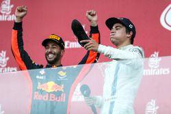 Podio: ganador de la carrera Daniel Ricciardo, Red Bull Racing, y el tercer lugar Lance Stroll, Will