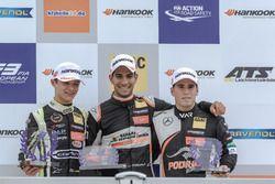 Подиум среди новичков: Джехан Дарувала и Ландо Норрис, Carlin, Джозеф Моусон, Van Amersfoort Racing