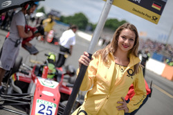 La Grid Girl de Mick Schumacher, Prema Powerteam, Dallara F317 - Mercedes-Benz