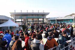 Ambiente en la entrada del circuito de Suzuka
