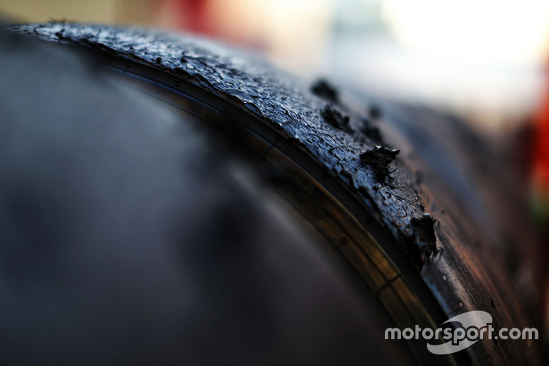 Neumático Pirelli desgastado