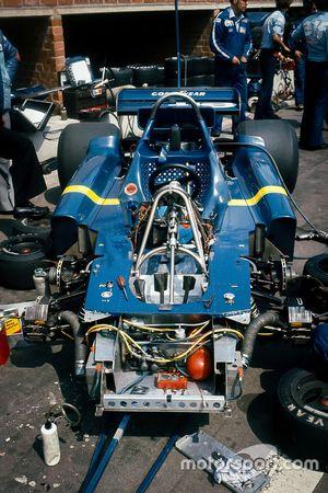 Шестиколесный Tyrrell P34-Ford в паддоке