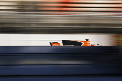 Stoffel Vandoorne, McLaren MCL32, at speed