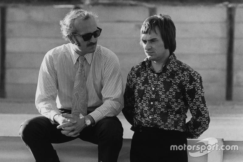 Colin Chapman, fundador de Lotus con Bernie Ecclestone, dueño de Brabham team