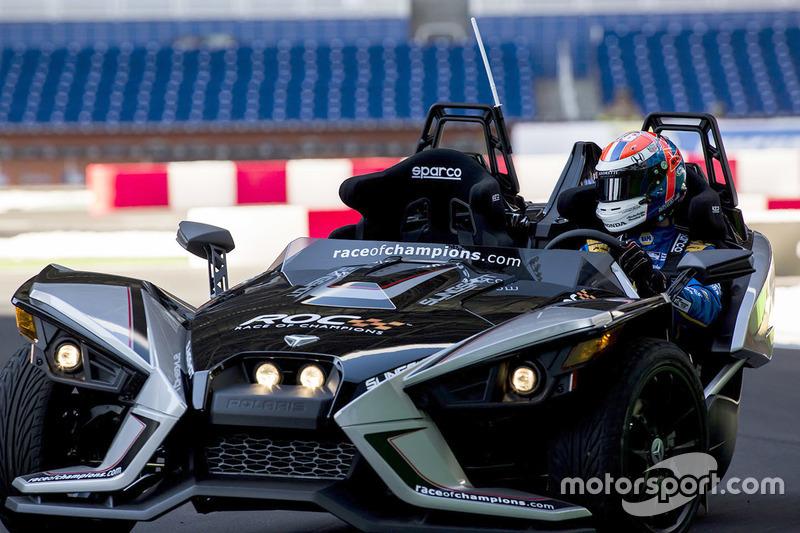 Alexander Rossi pilote la Polaris Slingshot SLR