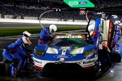 Pit stop, #68 Ford Performance Chip Ganassi Racing Ford GT: Billy Johnson, Stefan Mücke, Olivier Pla