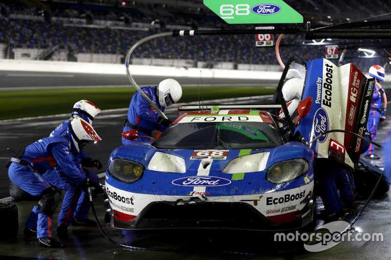 Pit stop, #68 Ford Performance Chip Ganassi Racing Ford GT: Billy Johnson, Stefan Mücke, Olivier Pla