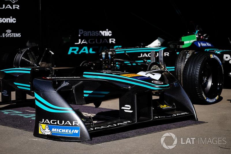 Jaguar Racing garajes