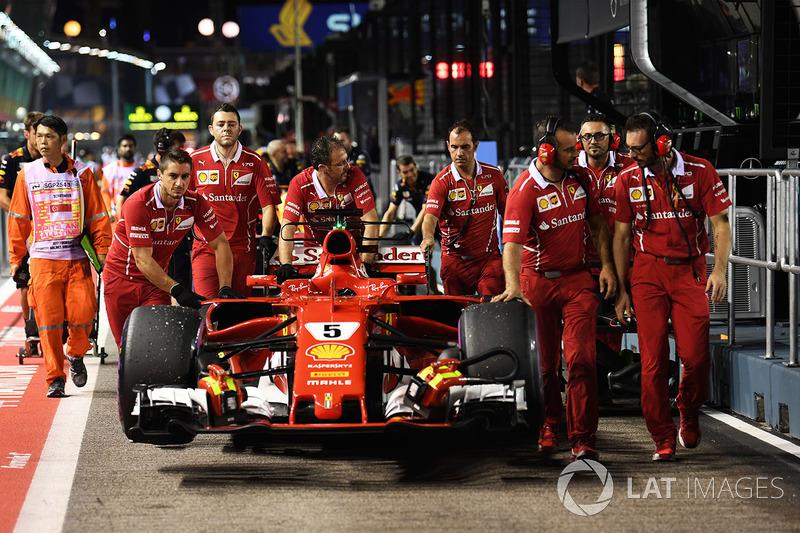 Meccanici Ferrari, Ferrari SF70H in pit lane