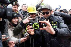 Valentino Rossi avec des fans