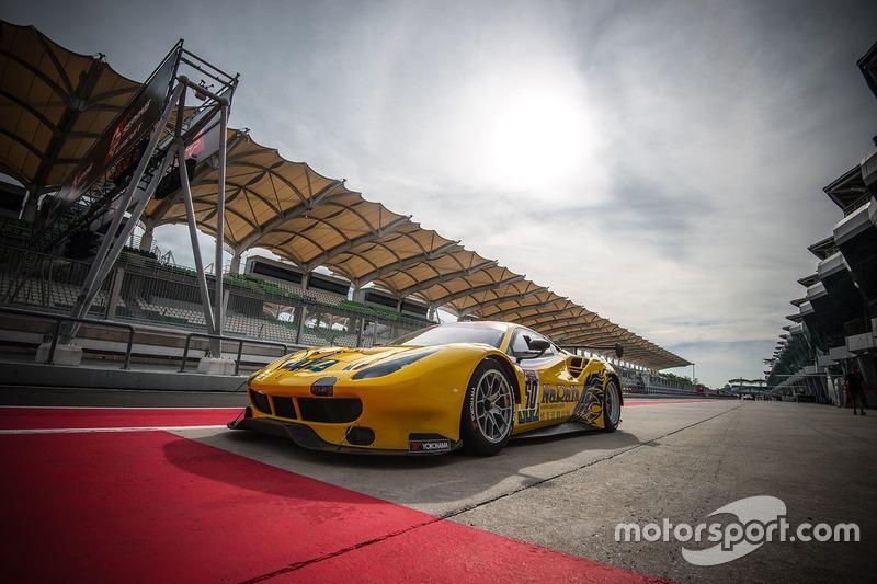 #50 Spirit of Race SA Ferrari 488 GT3: Pasin Lathouras, Michele Rugolo, Alessandro Pierguidi