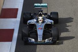 Lewis Hamilton, Mercedes F1, prova gli pneumatici Pirelli 2017