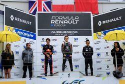 Podio: il vincitore della gara Sacha Fenestraz, Josef Kaufmann Racing, il secondo classificato Dan T