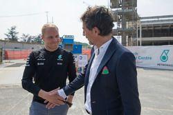 Vallteri Bottas con Giuseppe D'Arrigo, Direttore Generale e Amministratore Delegato di PETRONAS Lubricants International