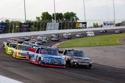 Chase Briscoe, Brad Keselowski Racing Ford y John Hunter Nemechek, SWM-NEMCO Motorsports Chevrolet