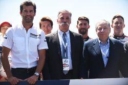 Mark Webber, Chase Carey, Director Ejecutivo de la FOM, Jean Todt, Presidente de la FIA
